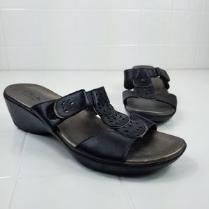 Clarks collection size 9 clog type sandals
